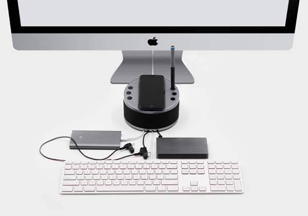 LYNQ 6-in-1 charging station charges multiple mobile devices