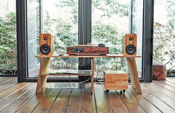 TT8 multi-functional wooden turntable let you streams music from your smartphone