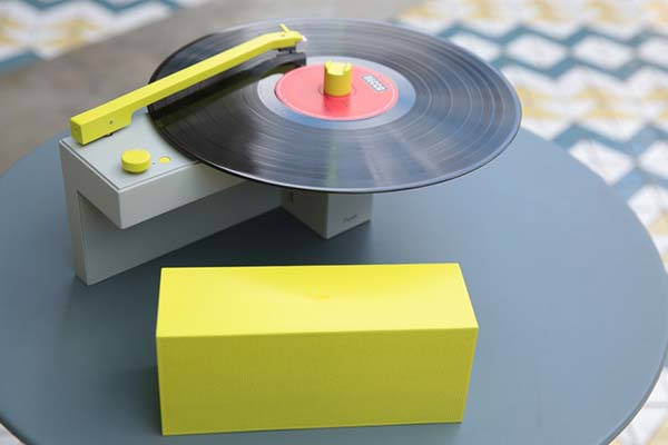 DUO compact turntable with detachable Bluetooth speaker should be an ideal option for you